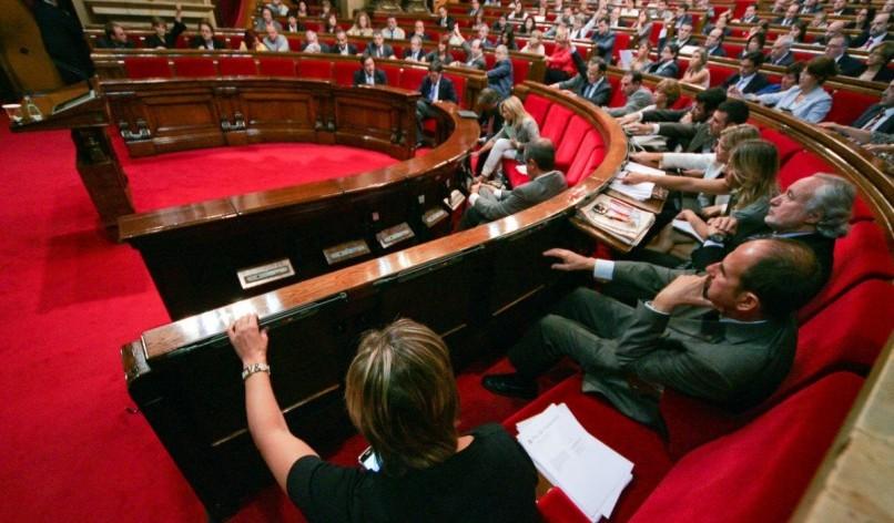 La democracia española se enfrenta al desafío más grande en décadas