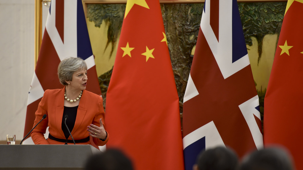 May défend sa position en Chine