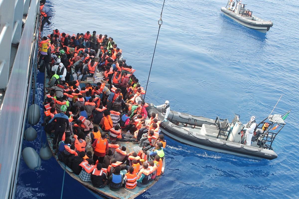 Il cambio di rotta del governo italiano sulla questione migranti.