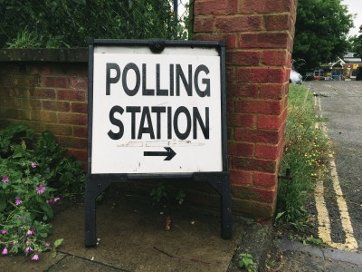 Polling station sign for the EU referendum vote - Flickr/markusunger