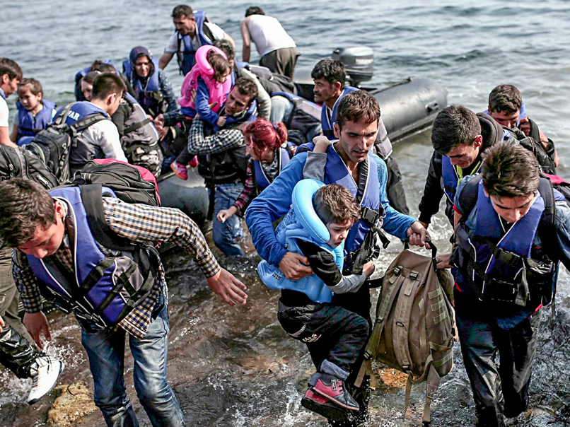 Cover: Asylums, migrants or refugees : an explanation of the refugee crisis
